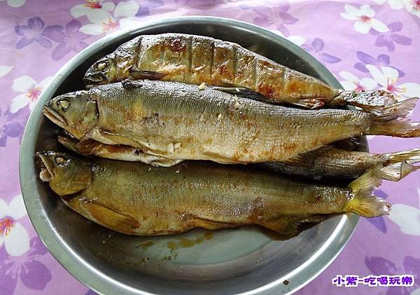 黑鼎烤香魚.jpg