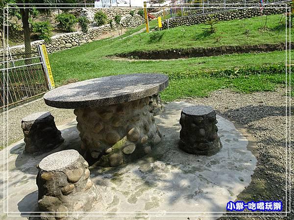 石桌椅127.jpg