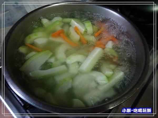 大黃瓜藍寶石菇湯 (2)1.jpg