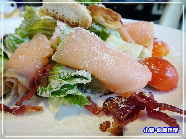 凱薩燻鮭魚沙拉_10.jpg
