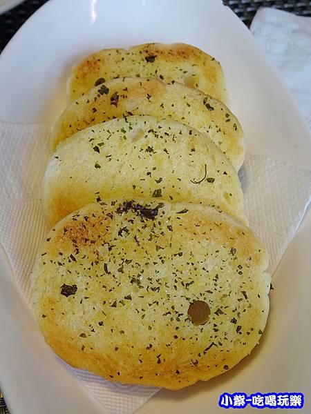 烤奶油巴西利麵包_112.jpg