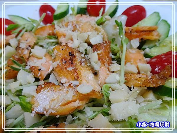 鮭魚夏威夷豆和風沙拉18.jpg