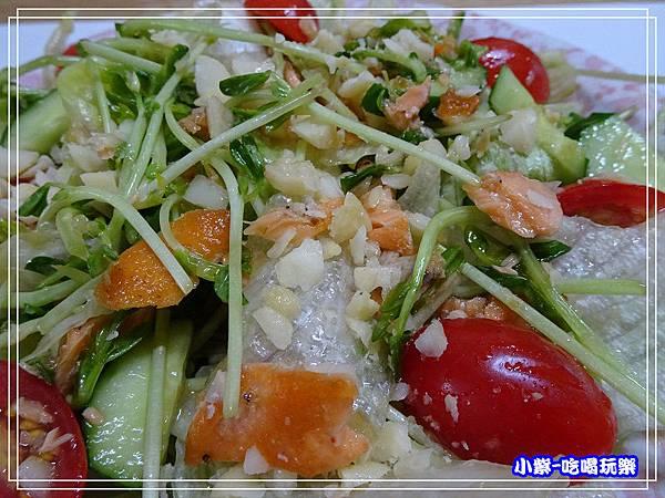 鮭魚夏威夷豆和風洋葱沙拉 (6)20.jpg
