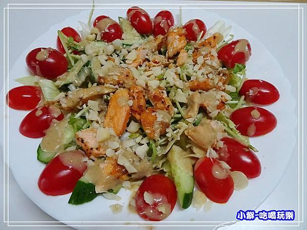 鮭魚煎培芝麻夏威夷豆沙拉 (10)23.jpg