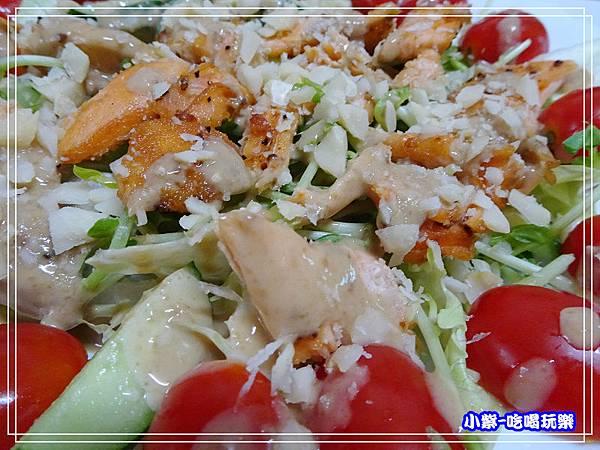 鮭魚煎培芝麻夏威夷豆沙拉 (6)24.jpg