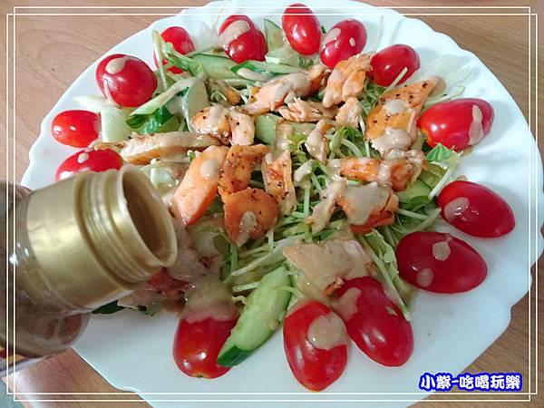 鮭魚煎培芝麻夏威夷豆沙拉 (8)26.jpg