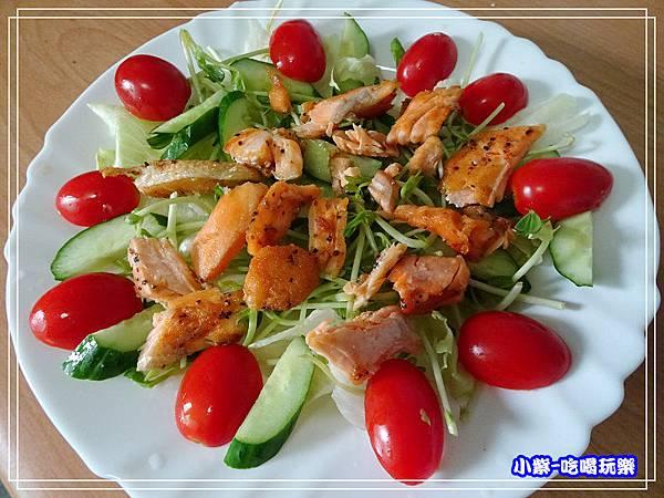 鮭魚煎培芝麻夏威夷豆沙拉 (7)25.jpg