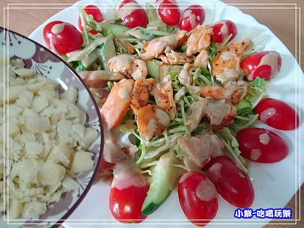 鮭魚煎培芝麻夏威夷豆沙拉 (9)27.jpg