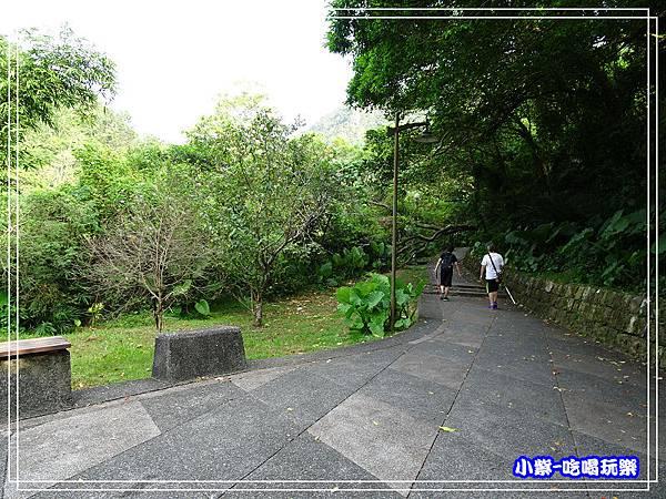 停車場旁步道1.jpg