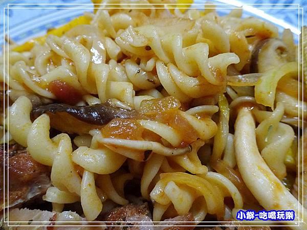 香草雞腿紅醬螺旋麵 (3)37.jpg