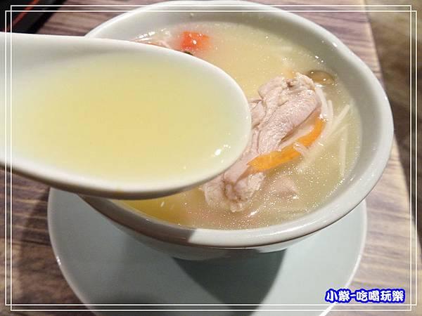 南薑野菇雞湯 (1)4.jpg