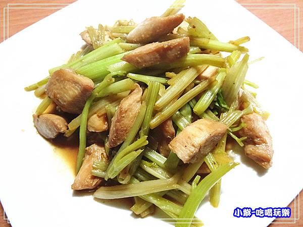 洋葱泥炒芹菜雞丁 (4)_1.jpg