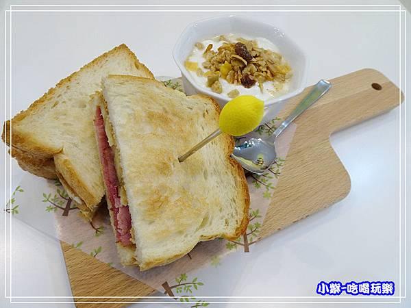 貓王最愛三明治 (2)48.jpg