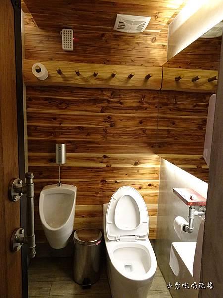 工業風廁所-2.jpg