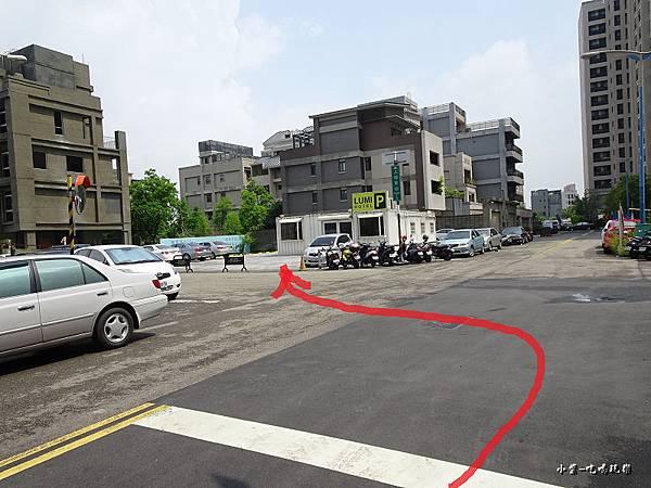 光之旅店戶外停車場 (2).jpg