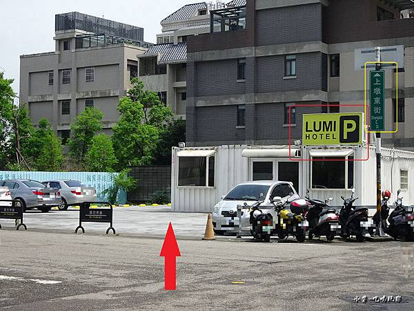 光之旅店戶外停車場 (3).jpg