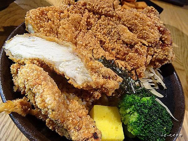 巨無霸雞排丼飯 (3)10.jpg