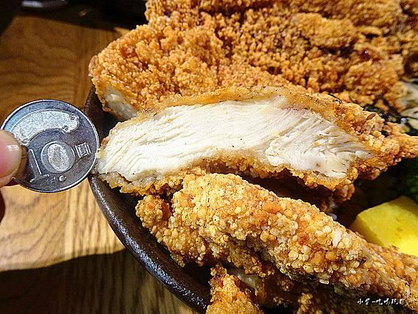 巨無霸雞排丼飯 (4)11.jpg
