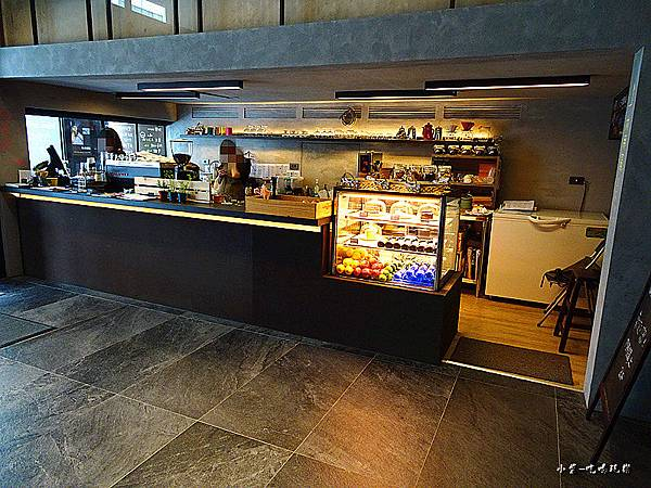 O.L.O  CAFE (2)3.jpg