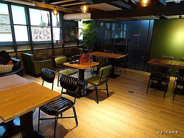 O.L.O  CAFE (5)6.jpg