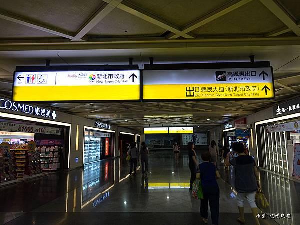 往高鐵東出口0.jpg