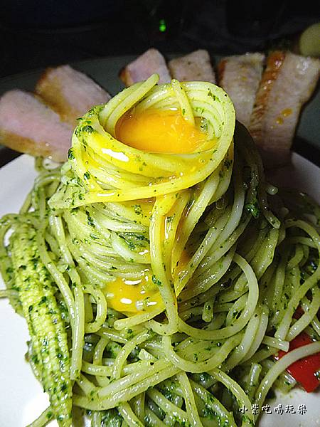 偷吃蛋的翠綠松板豬 (5)0.jpg