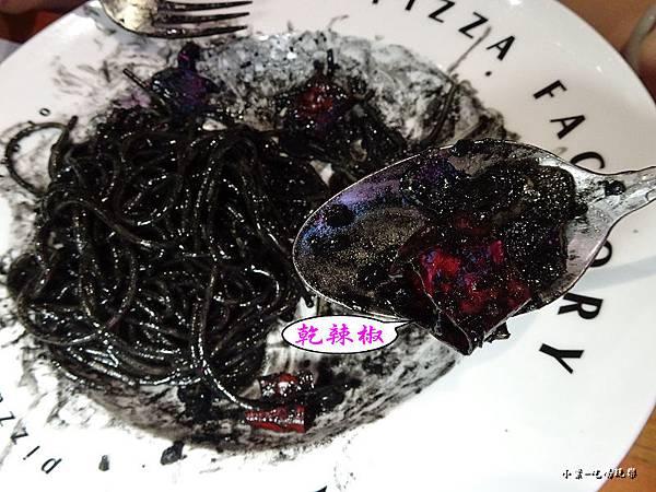 清炒香蒜辣味鮮魷墨魚義大利麵 (1)41.jpg