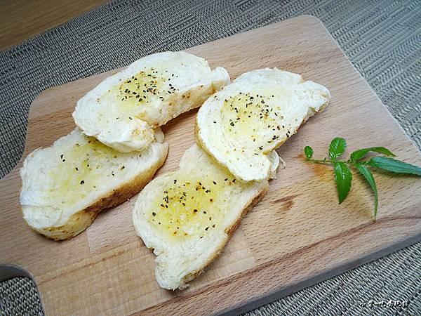 香蒜麵包52.jpg