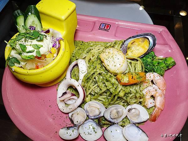 威尼斯青醬海鮮總匯義大利麵 (1).jpg
