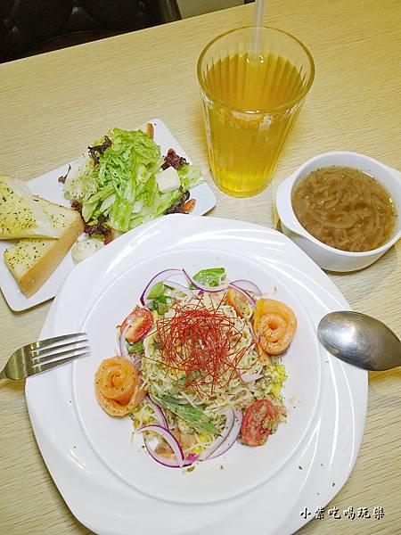 炭燻橄欖油鮭魚冷麵 (1).jpg