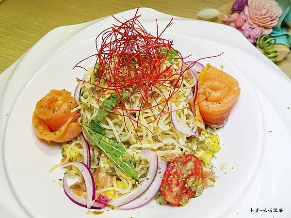 炭燻橄欖油鮭魚冷麵 (3).jpg
