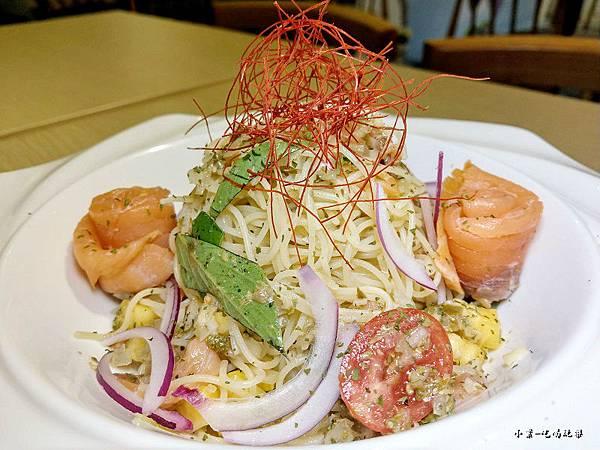 炭燻橄欖油鮭魚冷麵 (5).jpg