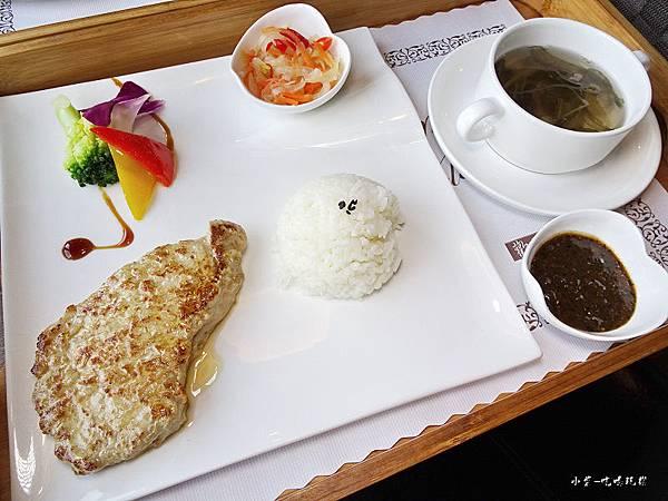 黑胡椒醬豬排 (2).jpg