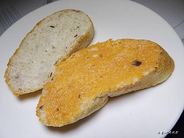 主廚特製五穀雜糧麵包 (2).jpg