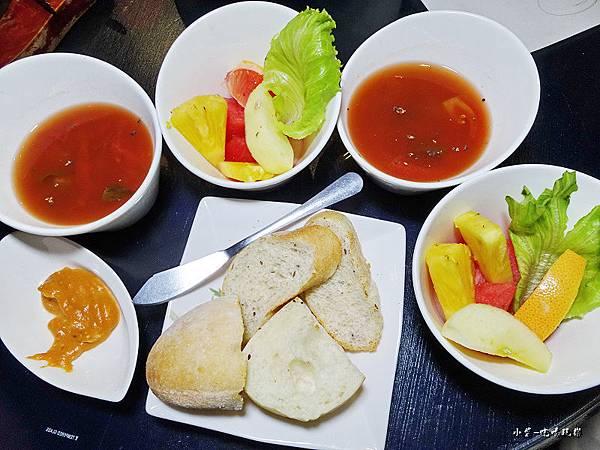 沙拉、濃湯、麵包.jpg