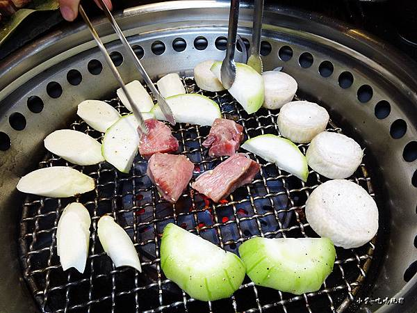 新野町-綜合野菜盤 +牛舌.jpg