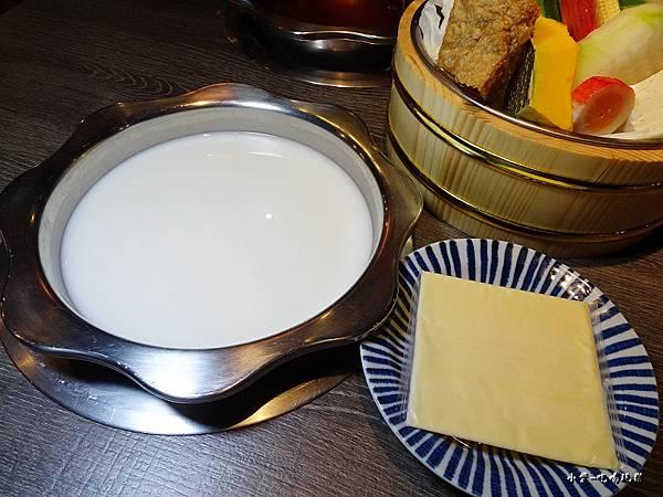 千荷田-牛乳起司鍋  (4).jpg