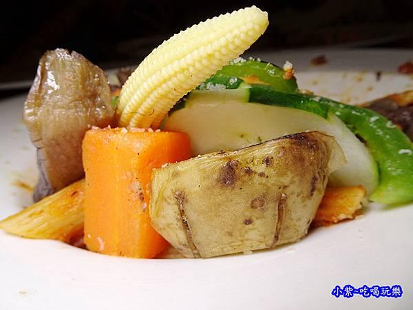 波隆納紅醬低溫烹調菲力牛排筆管麵-典義點 (2).jpg