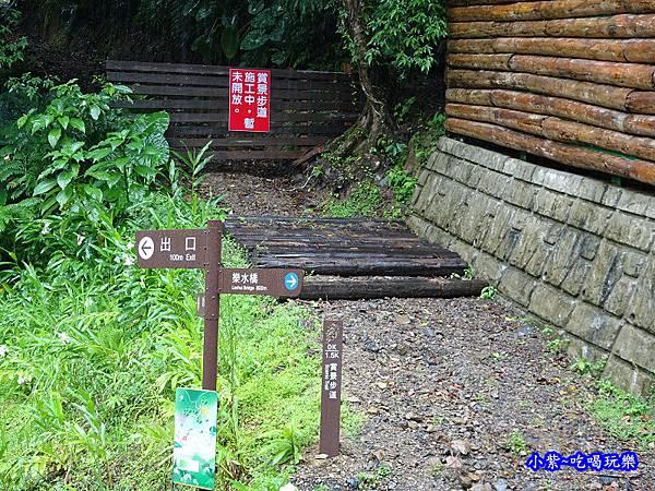 瀑布區旁-賞景瀑布.jpg