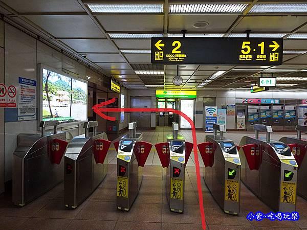 捷運忠孝復興2號出口.jpg