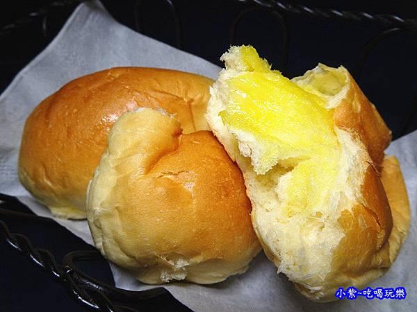 墨犇奶油餐包 (1).jpg