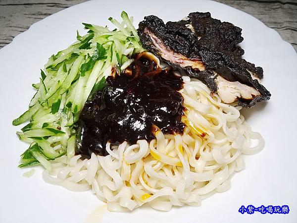 黑師父合意給力麵加辣油 (4).jpg
