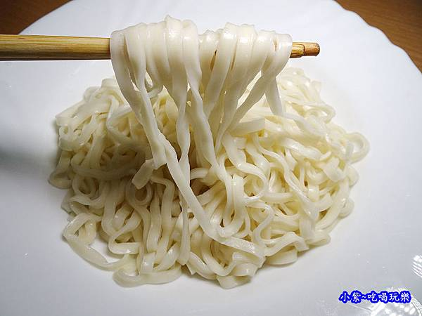 黑師父拌麵麵條.jpg