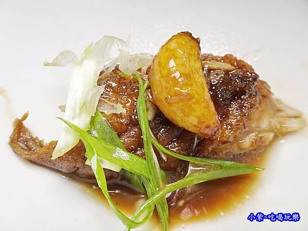 蒜燒馬頭魚-天香樓 (2).jpg