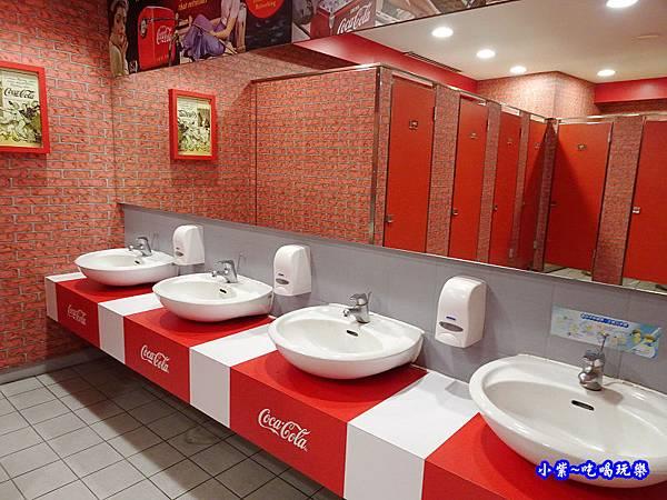 可口可樂觀光工廠廁所 (2).jpg