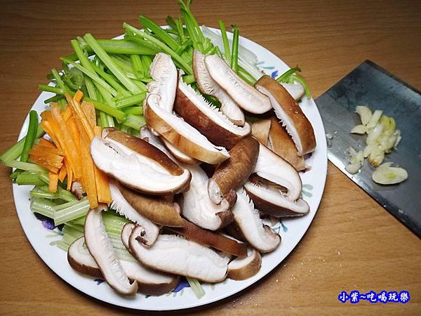 芹菜炒香菇-小紫  (3).jpg