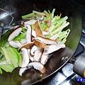 芹菜炒香菇-小紫  (4).jpg