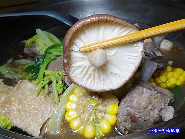 楓田農場-椴木香菇羊肉爐 (1).jpg
