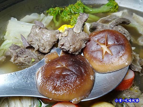 楓田農場-椴木香菇羊肉爐 (2).jpg