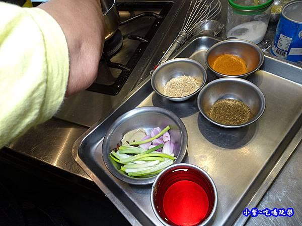 做紅油醬料 (1).jpg
